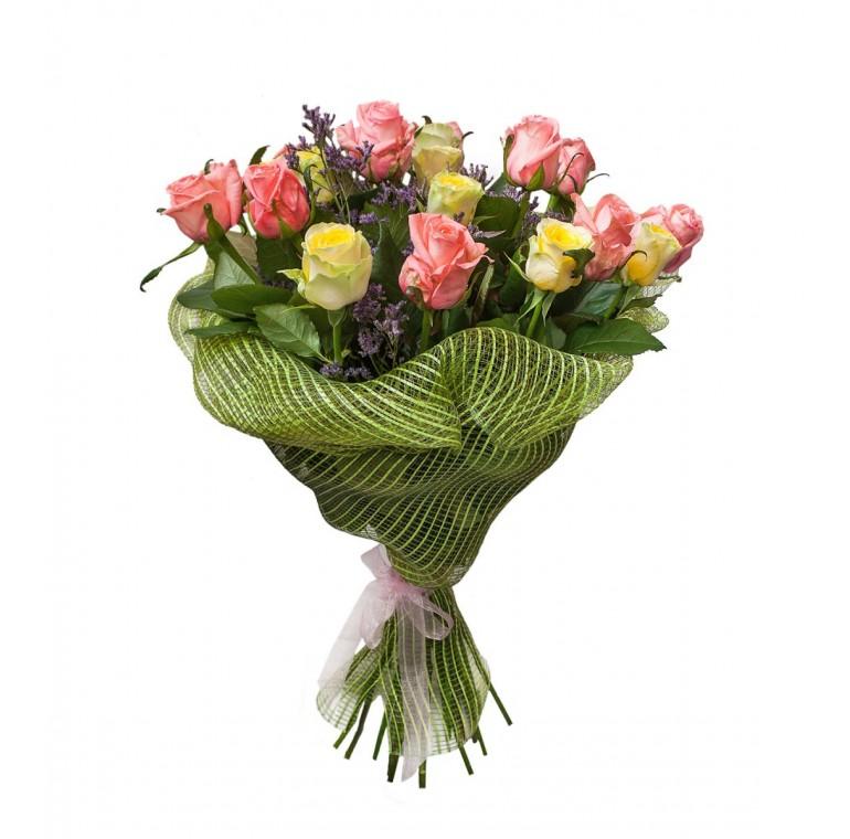 Букет из 17 роз и Лимониума