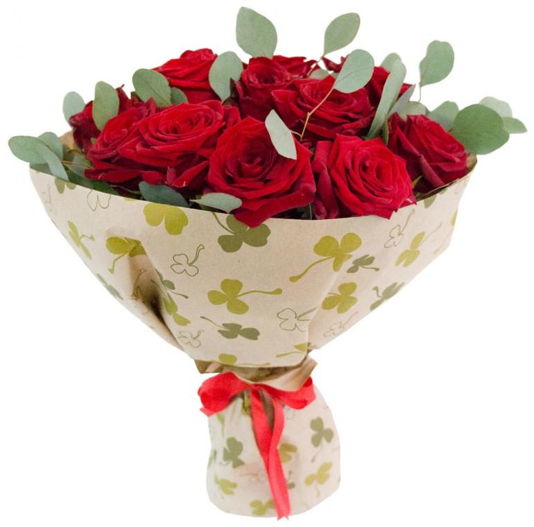 Букет из 15 роз и Эвкалипта